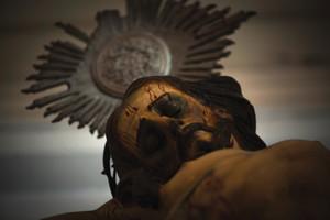 © LÉO RAMOS CHAVES...© LÉO RAMOS CHAVES...e o Cristo crucificado, ambos do século XVIII