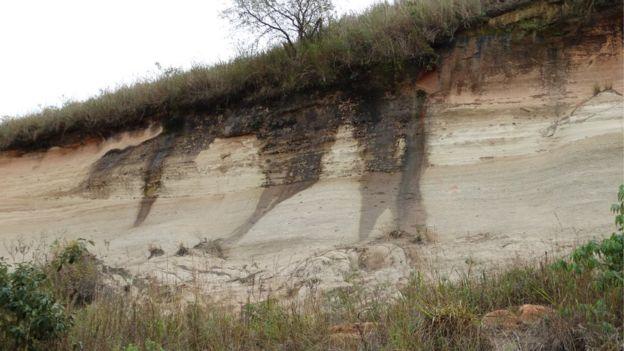 Aquíferos são como esponjas gigantes em que a água ocupa os insterstícios das rochas; em algumas partes, há afloramento | Foto: Rodrigo Sanches Rodrigues