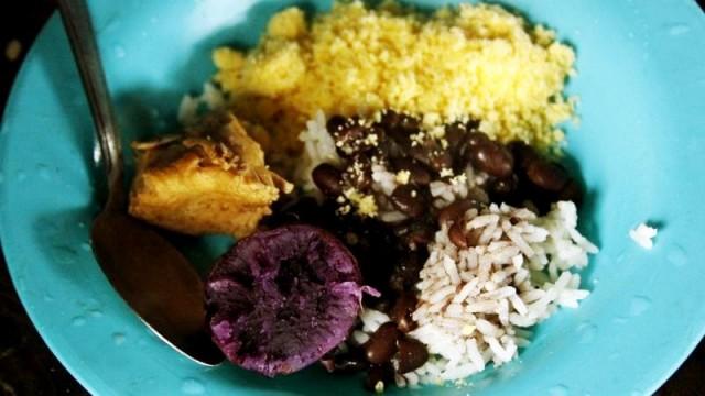 Cultivos guarani no prato: batata-doce, milho e feijão (foto Isis Martins Vuolo)