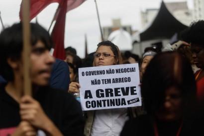 Professores protestam por melhores condições de trabalho em São Paulo