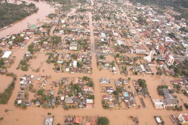 Pesquisadores avaliam aplicação de modelo computacional em sistema de previsão e alerta de desastres hidrológicos na bacia do rio Doce, que abrange mais de 200 municípios