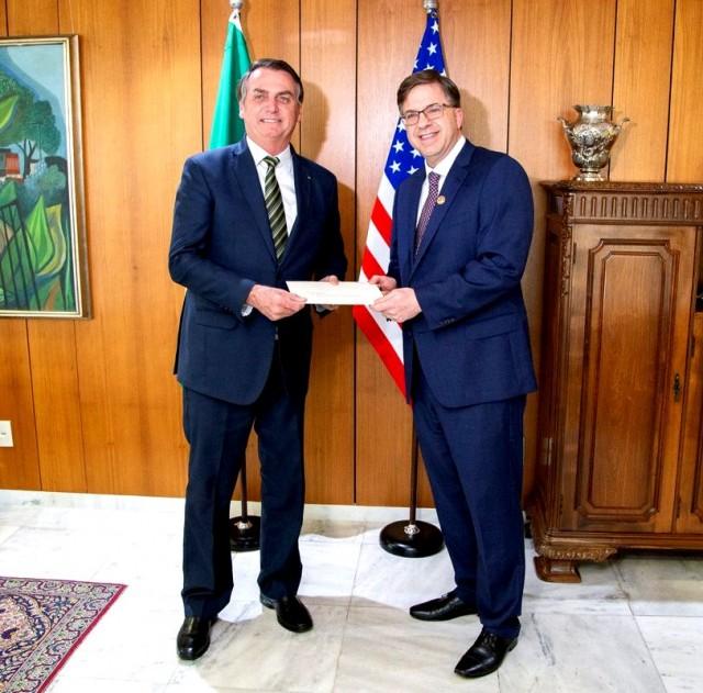 Reunião entre o presidente Jair Bolsonaro e Todd Chapman, embaixador dos Estados Unidos no Brasil. (foto twitter oficial do embaixador Todd Chapman)