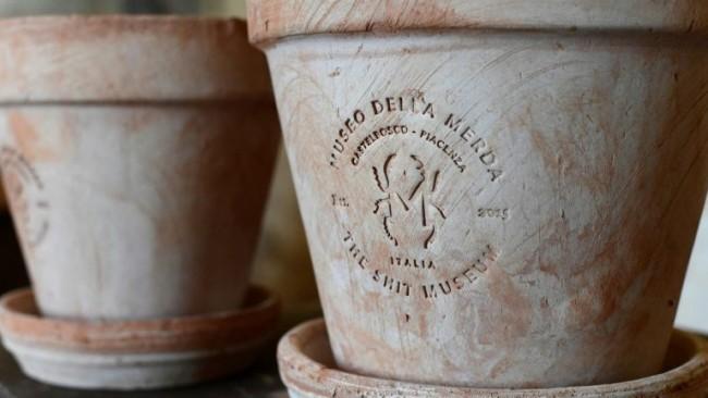 Foto tirada em 28 de março de 2017 mostra vasos feitos de Merdacotta2(arquivoAFP)