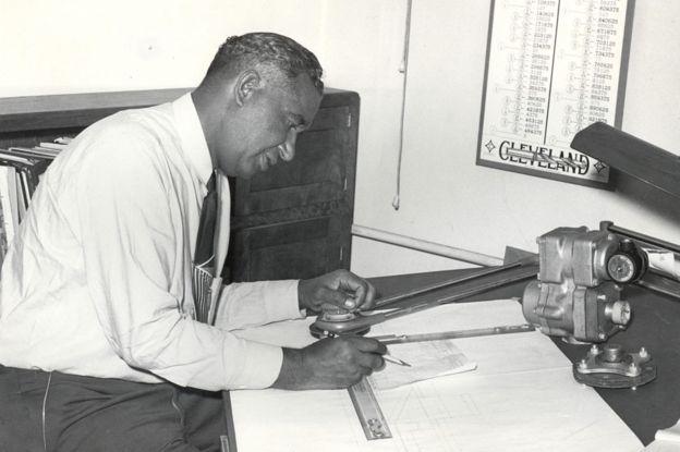 Frederick McKinley Jones patenteou sistema refrigerador portátil para que caminhões pudessem transportar comida perecível