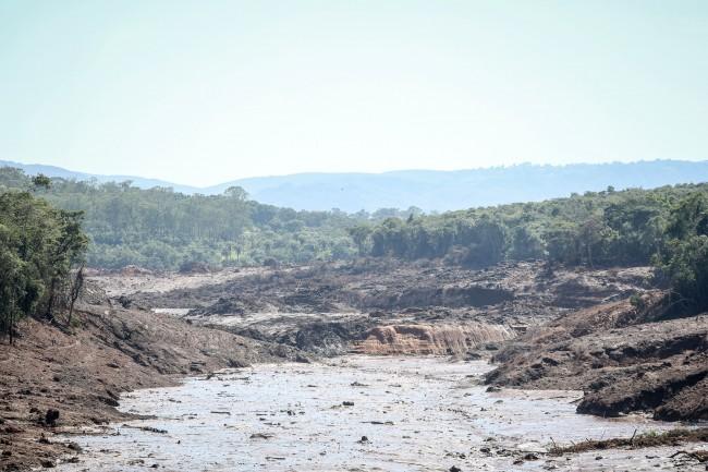 Rio Paraopeba e a lama de Brumadinho
