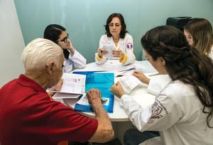 Paciente com câncer de próstata passa por acompanhamento famacoterapêutico na Farmácia Universitária da USP, na capital paulista (foto Eduardo Cezar)