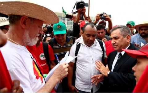 Ministro Gilberto Carvalho com líderes do MST