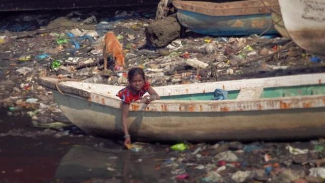 ESPECIAL: PLANETA OU PLÁSTICO, NO NATIONAL GEOGRAPHIC No ar que respiramos, na água que tomamos, naquilo que comemos: ela está lá. Vamos repensar juntos o uso da sacola plástica? Dia 3 de julho, às 18h, no National Geographic.
