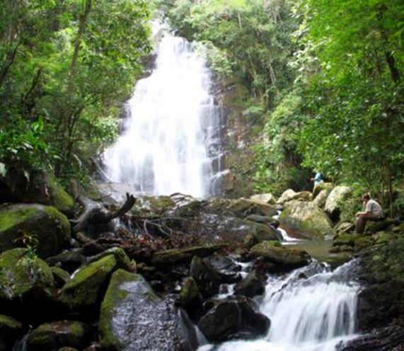 Cachoeira da Espingarda no Parque Nacional de Itaja[i/SC