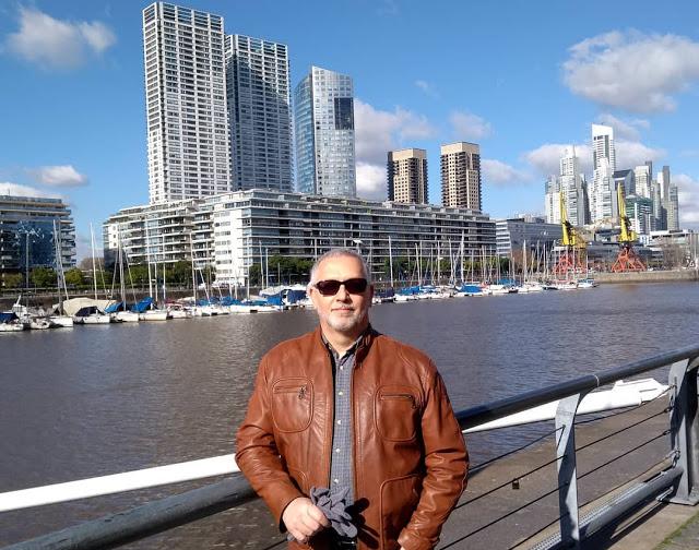 Porto Madero, em Buenos Aires. Fosse no Brasil, o local ainda estaria em ruínas e o projeto devidamente judicializado…
