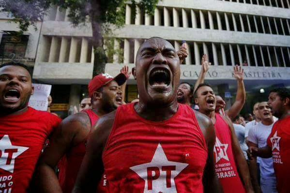 Manifestação do PT em frente à ABI - Associação Brasileira de Imprensa