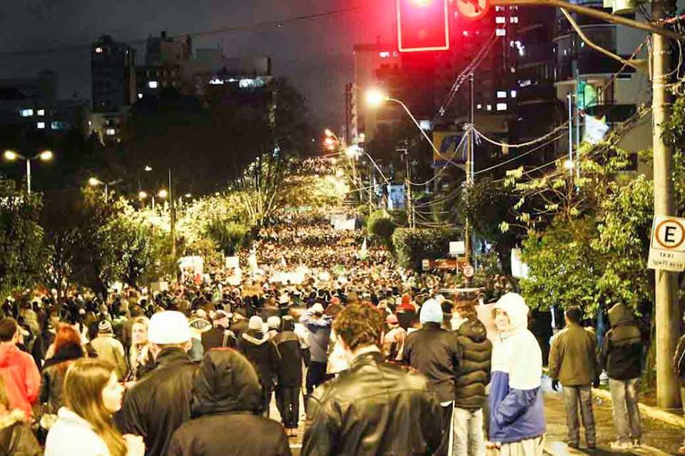Contra as manifestações truculentas somente a massiva  mobilização da sociedade, como em junho de 2013