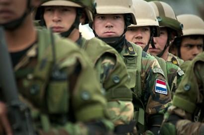 Paraguayan_marines_at_Ancon_Marine_Base_2010-07-19