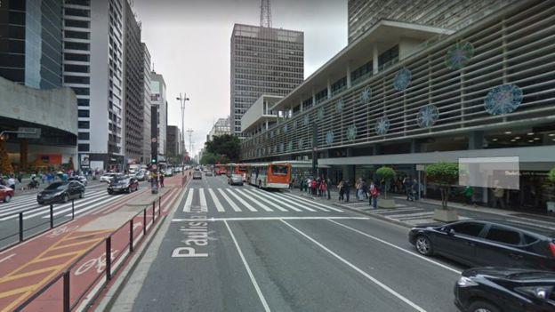 O projeto de avenida exclusiva para circulação de pessoas nunca saiu do papel; a Paulista é aberta só para pedestres aos domingos | Foto: Google Street View