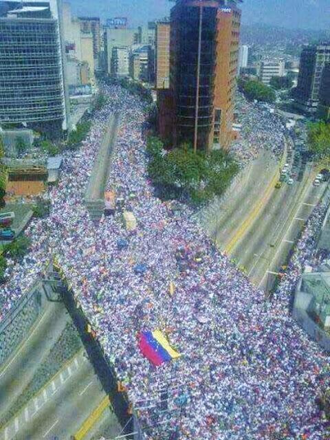 Povo nas ruas contra Maduro