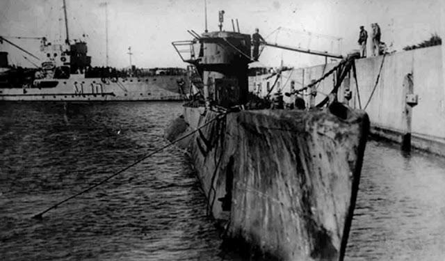 U-977 rende-se às autoridades da Argentina, no final de 1945, após quatro meses ininterruptos de navegação