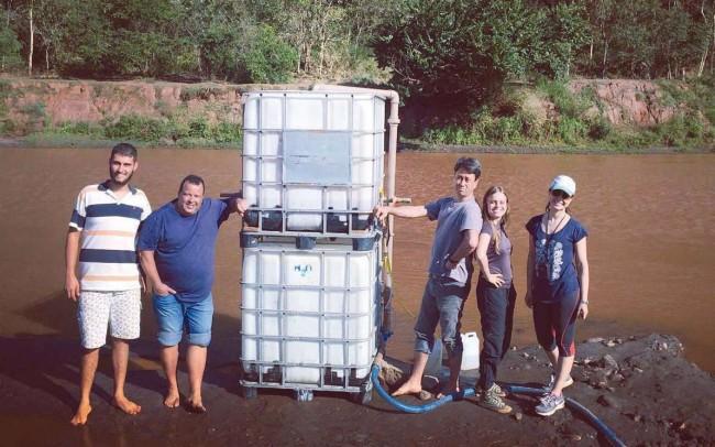 Equipe do projeto às margens do Rio Doce