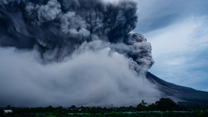 Volcano-eruption-smoke-nature-power_3840x2160