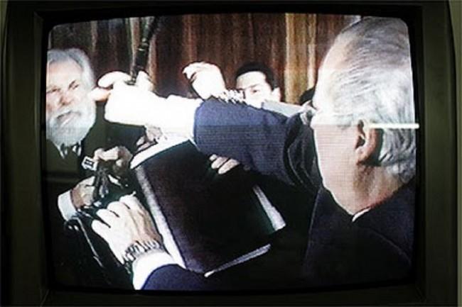 Hublet e a histórica bengalada contra Dirceu - que parece ter-lhe custsado a vida... Hora do povo assumir a bengala?