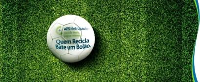 """Campnha """"Quem recicla, bate um bolão"""", da AES Brasil."""