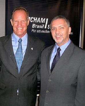 Fernando Almeida - processo é excessivamente burocrático Pinheiro Pedro - licenciamento é suporte ao desenvolvimento