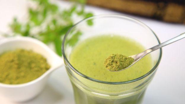 Os produtos derivados da moringa têm propriedades antibióticas e as sementes da planta são usadas para problemas circulatórios