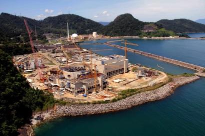 Usina nuclear Angra 3 em construção.