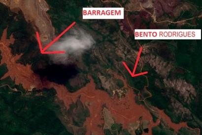 Imagem captada por satélite do grupo Air Bus mostra o distrito de Bento Rodrigues devastado pela lama (Foto: Divulgação/ Airbus Defence and Space)