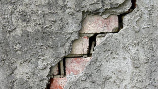Material pode reparar rachaduras de qualquer extensão, desde que não tenham uma abertura maior que oito milímetros