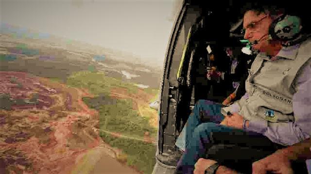 Presidente Bolsonaro sobrevoa área afetada pelo rompimento da barragem de Brumadinho