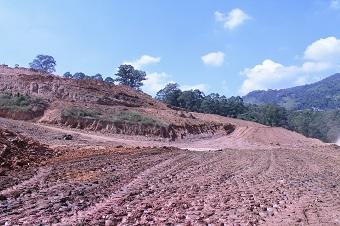 Área da obra de nivelamento de solo (foto). Procedimento segue a nova Política Nacional de Resíduos Sólidos (Imagem: Divulgação)
