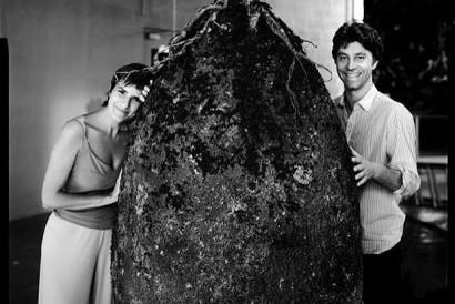 Ana Citelli e Raoul Bretzel apresentam o projeto italiano Capsula Mundi.(Foto reproduzida da interne)