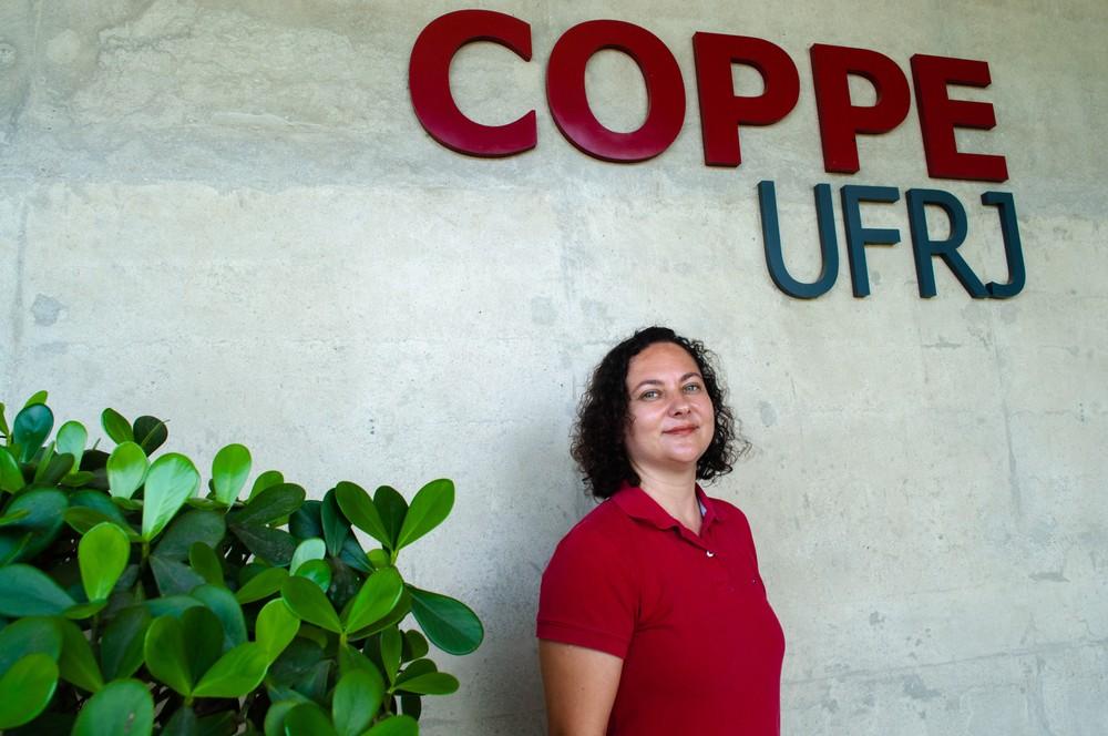 Carolina Marcelino é doutora em modelagem matemática, tem 35 anos, e foi contemplada pelo prêmio Marie Curie Fellow, concedido pela União Europeia. — Foto: Divulgação Coppe/UFRJ