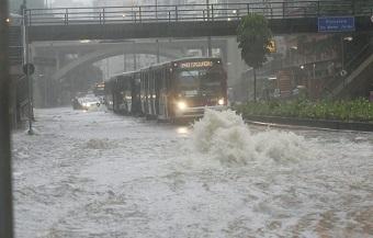 Em contrapartida, grandes metrópoles como São Paulo (foto) devem sofrer ainda mais com as chuvas. (Imagem: Reprodução/Internet)