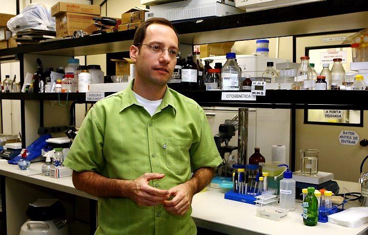 O biólogo Steven Rehen fez um levantamento sobre a burocracia brasileira no meio científico.