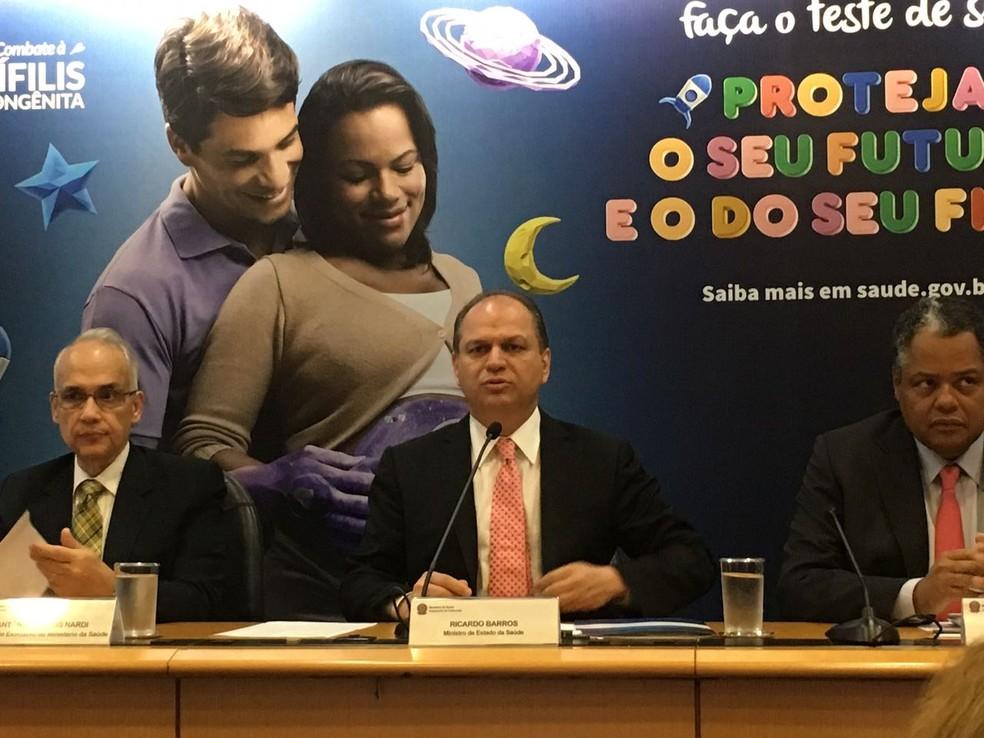 O ministro da Saúde, Ricardo Barros, em coletiva de imprensa sobre o status da sífilis no país (Foto: Luiza Garonce/G1)