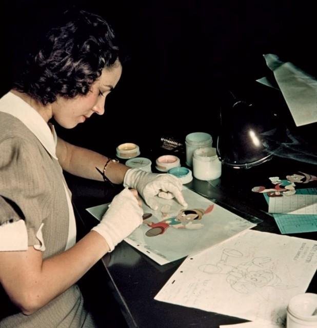 """Uma colorista trabalhando no filme """"Pinóquio"""" (Foto: Vanity Fair)"""