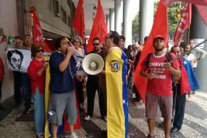 Esquerdistas e integrantes do MST manifestando apoio à Venezuela, no Brasil