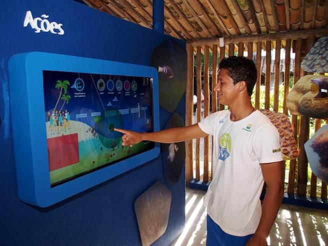 Tela interativa Ambientes Marinhos com jogos para conscientizar sobre a conservação marinha.