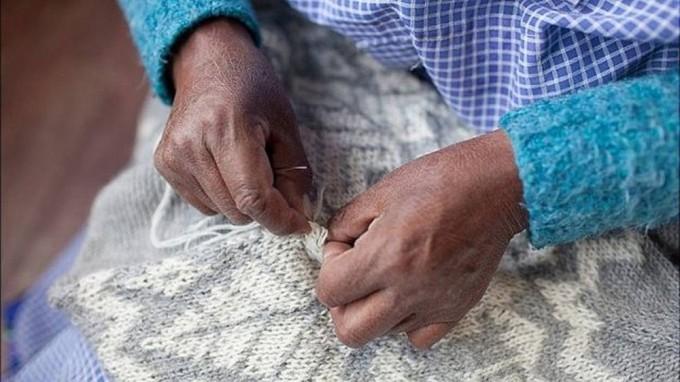 Os suéteres de lã de alpaca vendidos pela empresa dos irmãos Gersovich não usam corantes (Foto: Industry of All Nations)