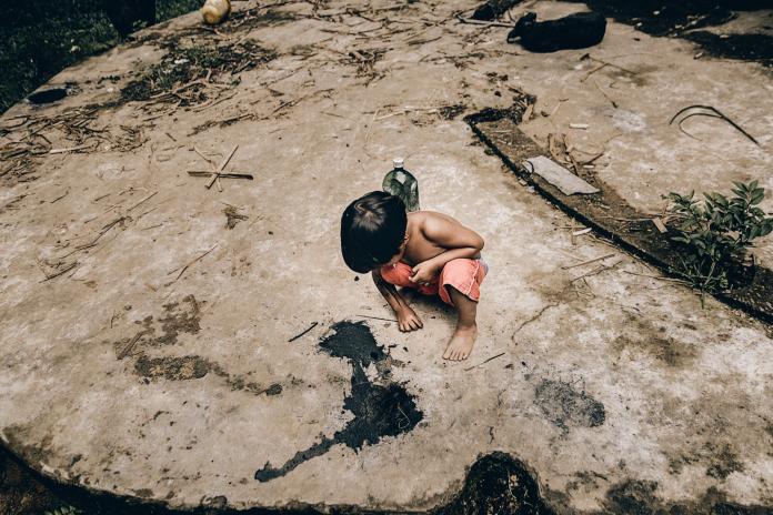 Criança indígena da Aldeia Rio Silveiras em Bertioga,SP (foto MatheusFerreira)