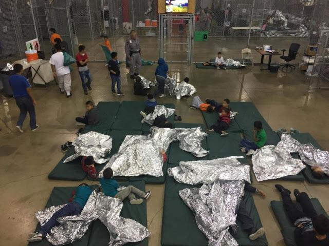 Crianças mantidas segregadas dos seus parentes no centro de triagem de imigração no Texas