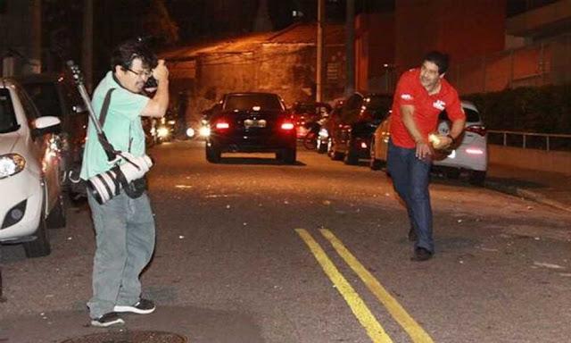 Manifestante agride jornalista próximo ao Sindicato dos Metalúrgicos, em SBCampo (foto Diário do Grande ABC)