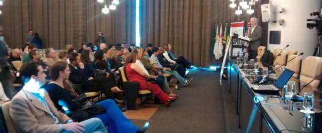 Assinaturas da carta compromisso foram feitas durante evento na Câmara Municipal de São Paulo. Documento continua disponível para novas adesões