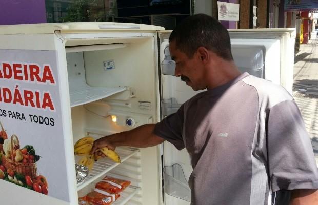 Morador de rua, Washington Gomes diz que 'Geladeira Solidária' já o ajudou muito (Foto: Vanessa Martins/G1)