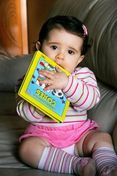 Giovanna Zambaldi Pampolin pegou nos livros desde muito nova. Foto: Paulo Henrique Pampolim
