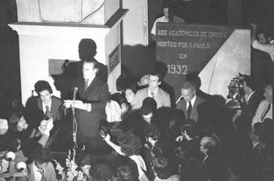 Leitura da Carta aos Brasileiros - 8 de agosto de 1977 (foto - Campo Mello - OESP)