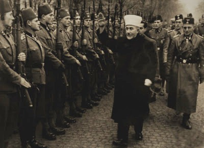 Grão-mufti de Jerusalém passa em revista tropas SS muçulmanas, nos balcãs