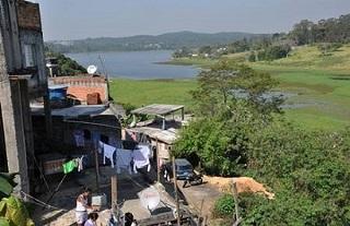 Na Represa Guarapiranga (foto) casas avançam sobre o manancial. (Foto: Sandra Pereira/Jornal Na Net)