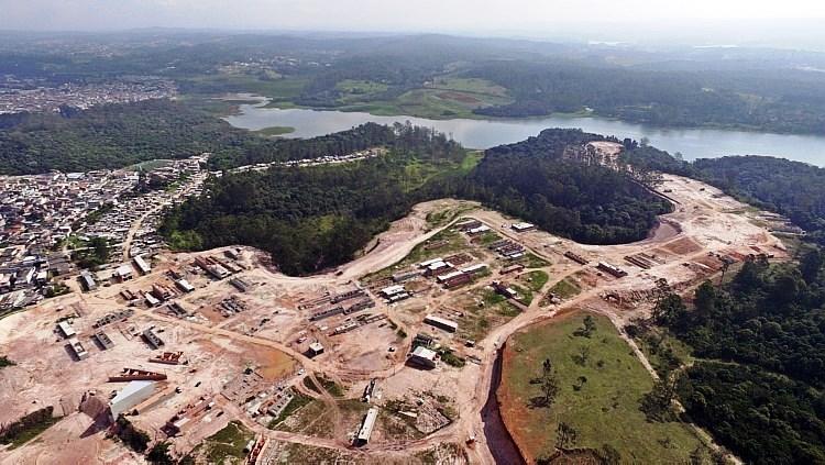 Crescimento por espraiamento geográfico avançando sobre áreas verdes periféricas e mananciais. Foto Marcio Fernandes-Estadão.